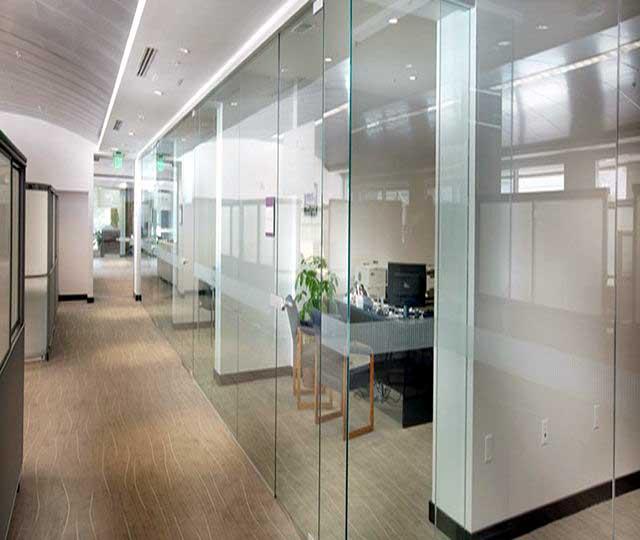 Vách kính văn phòng đẹp, hiện đại
