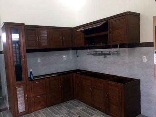 Tủ bếp nhôm Omega màu giả gỗ